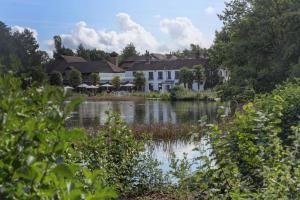Picture of Best Western Frensham Pond Hotel