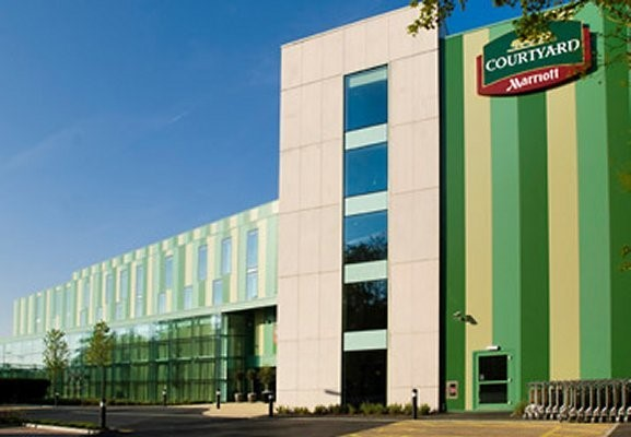 Picture of Courtyard London Gatwick Airport